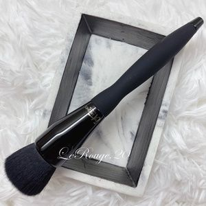 It cosmetics #301 Luxe Buffing Foundation Brush